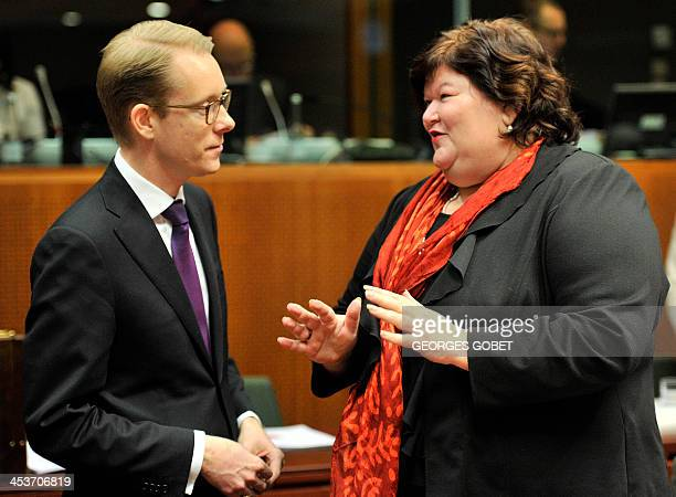 Swedish minister for Migration and Asylum Policy Tobias Billstrom speaks with Belgian State Secretary of Home Affairs Maggie De Block prior to a...