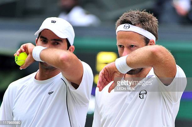 Swedish player Robert Lindstedt and Romanian player Horia Tecau react as they play against US palyers Bob Bryan and Mike Bryan during Gentlemen's...