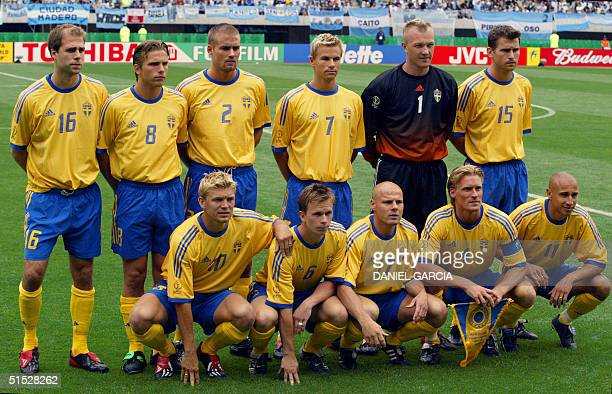 Swedish players pose for the traditionnal team picture before the Group F first round last match Sweden/Argentina of the 2002 FIFA World Cup in Korea...