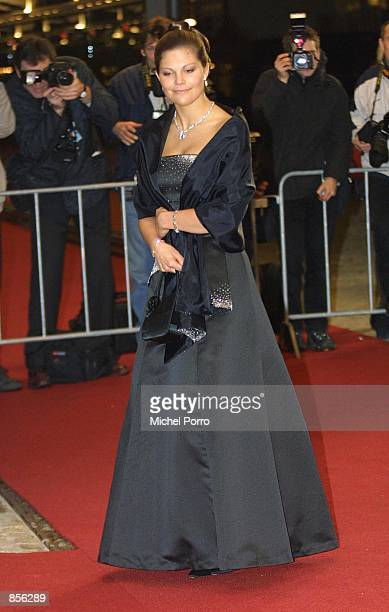 Swedish Princess Victoria arrives at the Royal Palace January 31 2002 in Amsterdam Netherlands for a dinner party hosted by Dutch Crown Prince Willem...