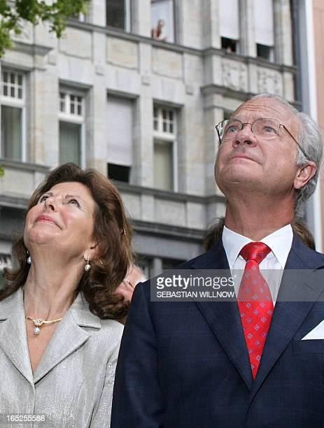 Swedish Queen Silvia and King Carl Gustaf contemplate the memorial monument of musician Johann Sebastian Bach during their tour through Leipzig 28...