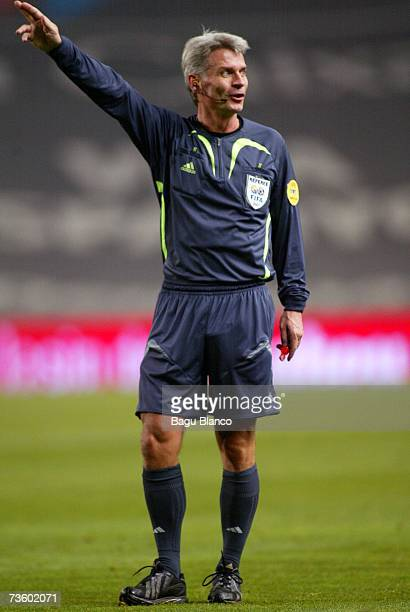Swedish referee Peter Froejdfeldt gestures during the match between Espanyol and Maccabi Haifa, of UEFA CUP 1/8, on March 15, 2007 at the Lluis...