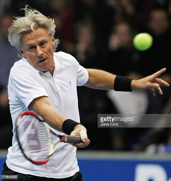 Swedish tennis legend Bjorn Borg plays his third game against US John McEnroe 10 Novembre 2007, at the first edition of the legend cup in Liege,...