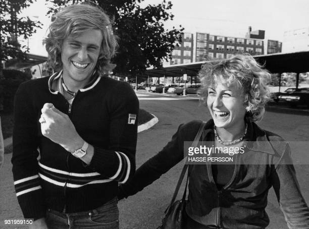 Swedish tennis player Bjorn Borg shares a laugh with his fiancee Romanian tennis player Mariana Simionescu on November 8 1976 in Detroit / AFP PHOTO...