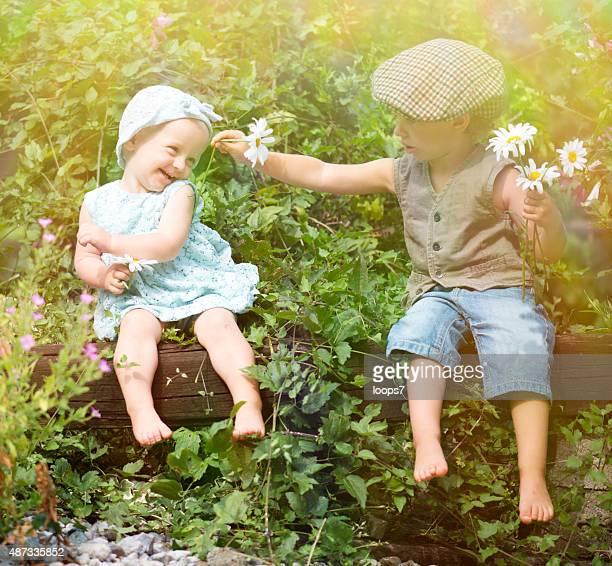 甘いお子様のロマンス - 一張羅 ストックフォトと画像