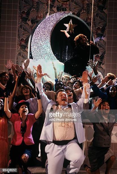 ROSEANNE Sweet Dreams 11/7/89 Natalie West John Goodman Roseanne Barr Laurie Metcalf