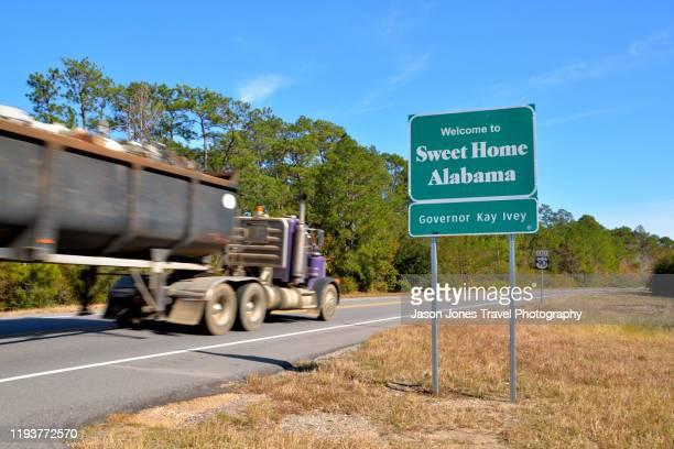 sweet home alabama road sign - アラバマ州 ストックフォトと画像