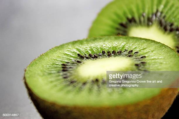 sweet kiwi fruit - gregoria gregoriou crowe fine art and creative photography. fotografías e imágenes de stock