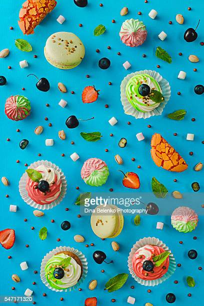 sweet pattern: cupcake - baked pastry item stock pictures, royalty-free photos & images