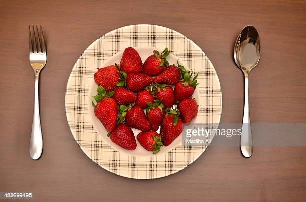 sweet red strawberries - bahawalpur stock pictures, royalty-free photos & images