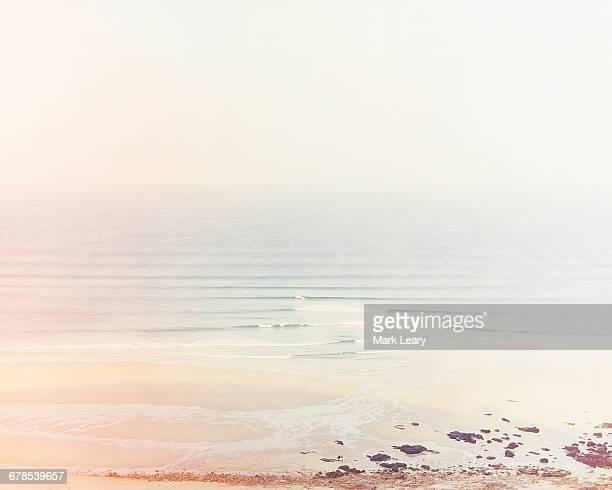 swell lines - 沿岸 ストックフォトと画像