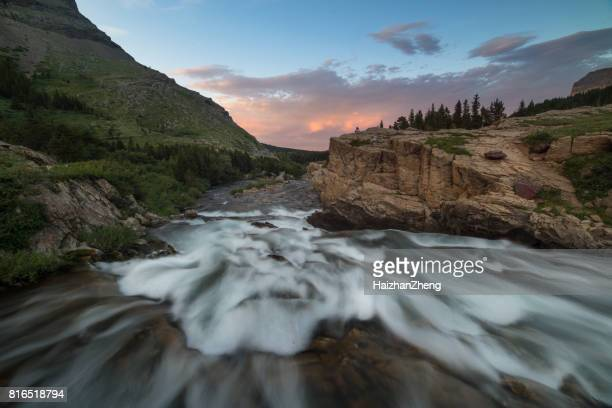 Swiftcurrent Creek à l'aube