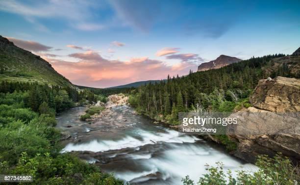 swiftcurrent falls-parque nacional de los glaciares, montana - montana fotografías e imágenes de stock
