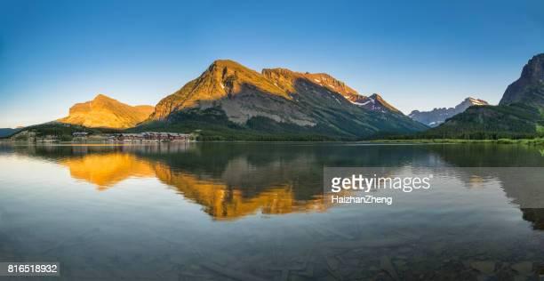 Lac Swiftcurrent à l'aube