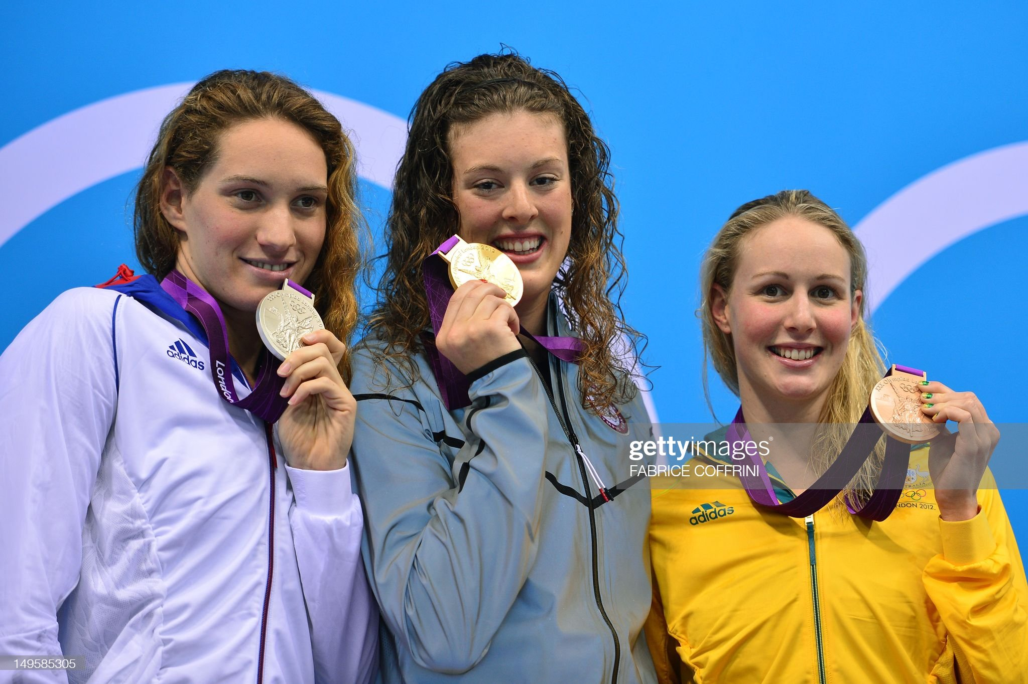 US swimmer Allison Schmitt (C) poses on  : Fotografía de noticias