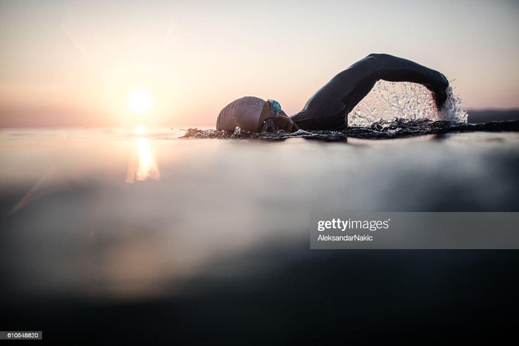 Nadador en acción : Foto de stock