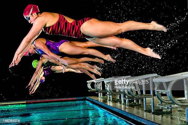 Schwimmer Tauchen Sie ab Häuserblocks