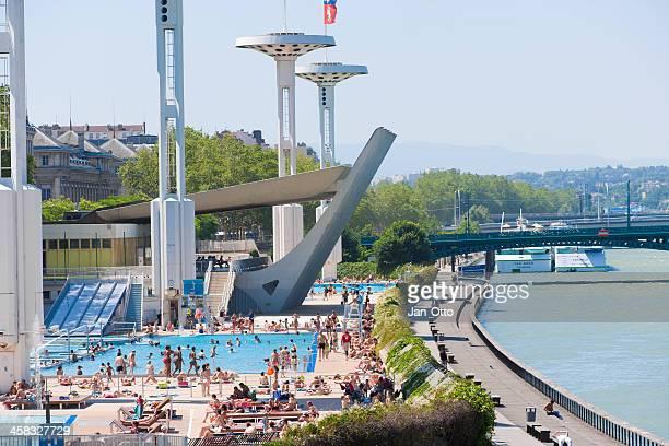水泳センターノティークローヌド - ローヌ県 ストックフォトと画像