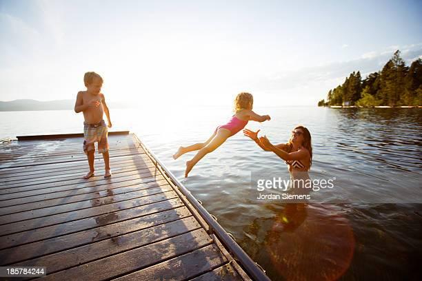 swimming in a lake. - vangen stockfoto's en -beelden