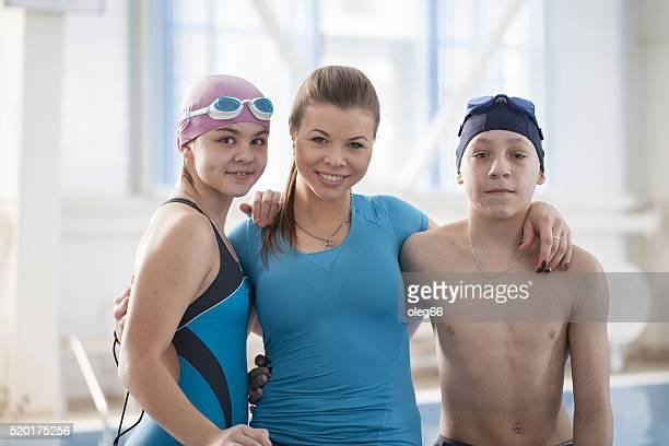 Des leçons de natation dans la piscine