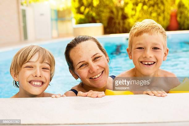 プールで楽しい