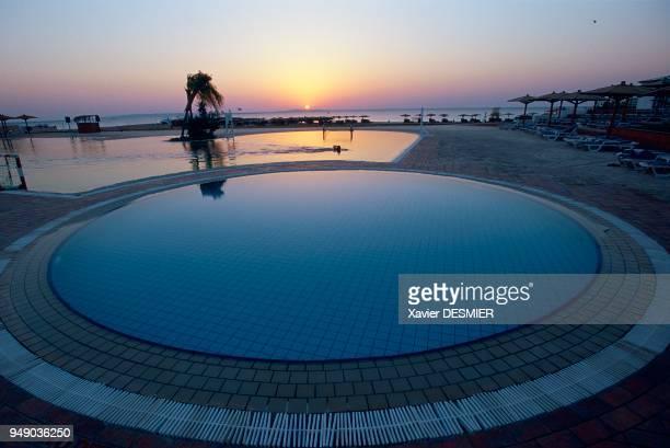 Swimming pool of an hotel in Hurgada Mer Rouge en Egypte Complexe hôtelier de l'hötel Sofitel à Hurghada sur la route qui longe le littoral entre mer...