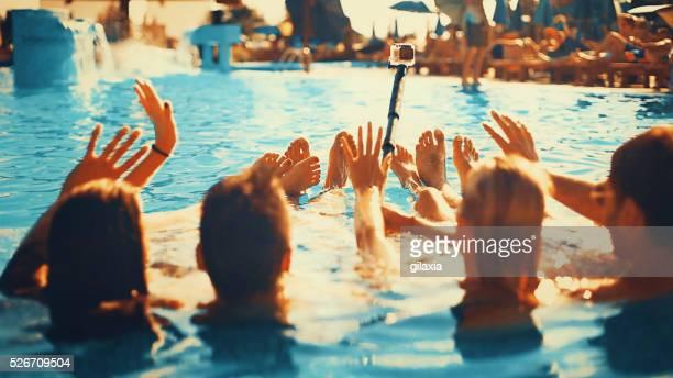 プールの自分撮ります。