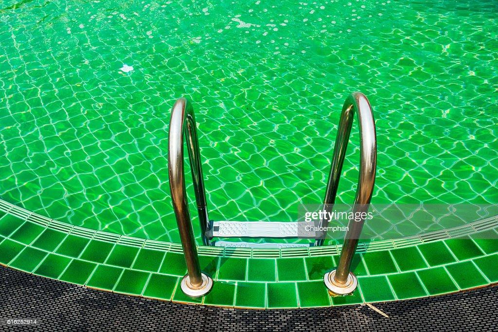 Piscina com Escada : Foto de stock