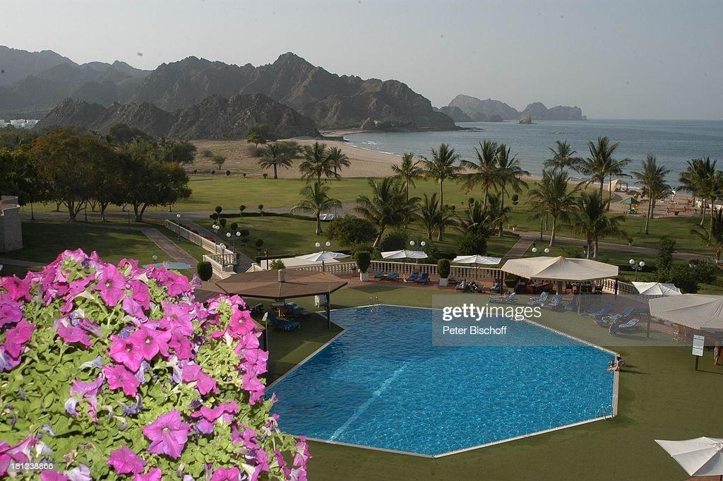 Swimming-Pool und Garten-Anlage gesehen vom Balkon Hotel: \'Al Bu ...