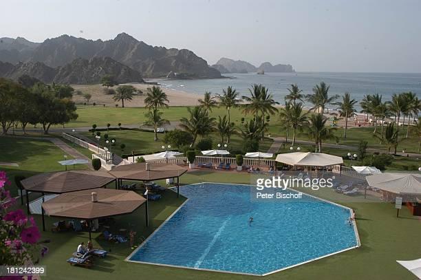 SwimmingPool und GartenAnlage gesehen vom Balkon Hotel 'Al Bustan Palace Intercontinental' Muscat/Oman/Arabien arabischer Staat Mittlerer Osten Asien...