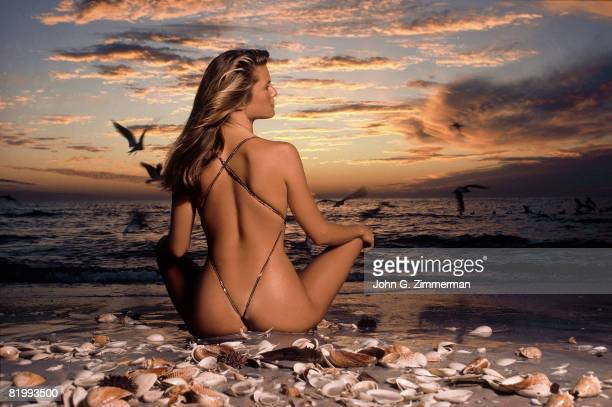 Swimsuit Issue 1981 Model Christie Brinkley poses for the 1981 Sports Illustrated swimsuit issue on January 2 1981 on Captiva Island Florida...