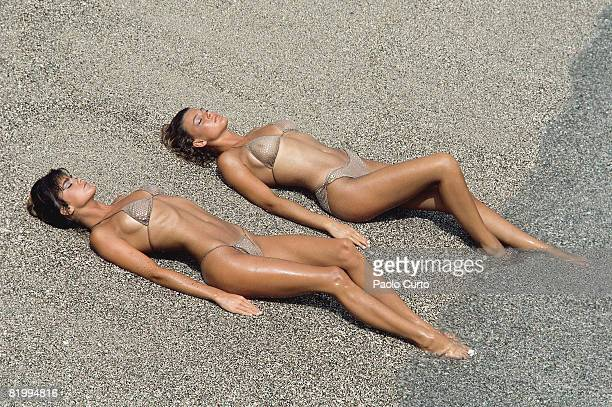 Swimsuit Issue 1984 Models Kathy Ireland and Jean Pelton pose for the 1984 Sports Illustrated Swimsuit issue on December 16 1983 in Aruba CREDIT MUST...