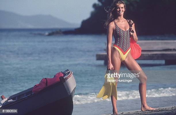 Swimsuit issue 1990 Model Elle Macpherson poses for the 1990 Sports Illustrated Swimsuit issue on January 19 1990 on Argyle Beach in Saint Vincent...
