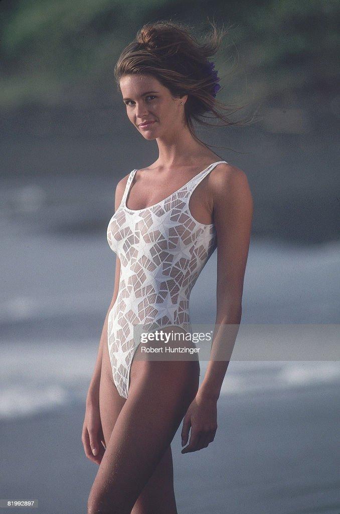 Elle Macpherson, Sports Illustrated, Swimsuit 1990 : News Photo