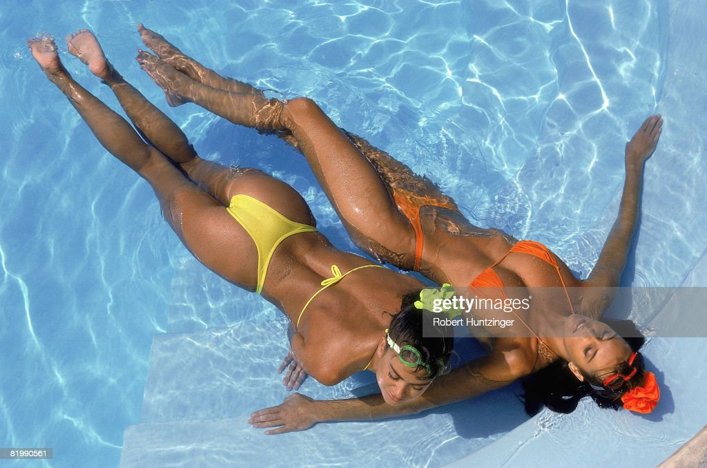 Kathy Ireland and Elle Macpherson, Sports Illustrated, Swimsuit 1990 : News Photo