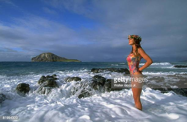 Swimsuit Issue 1993: Model Kathy Ireland poses for 1993 Sports Illustrated swimsuit issue on November 9, 1992 in Oahu, Hawaii. CREDIT MUST READ:...