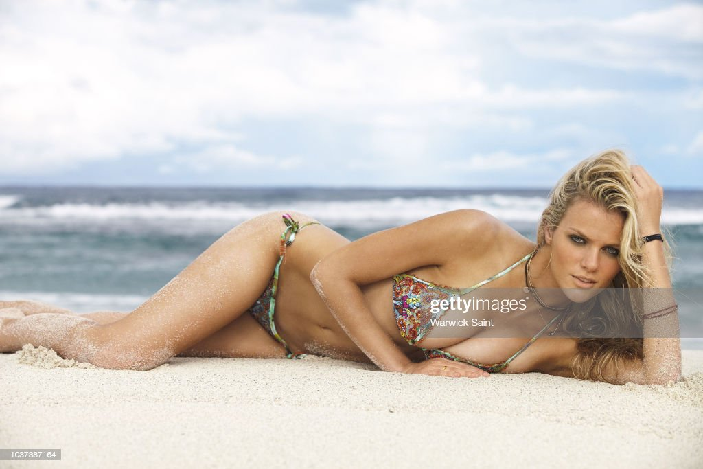 Brooklyn Decker, Sports Illustrated, Swimsuit 2011 : News Photo