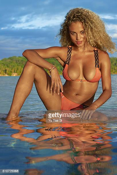 Model Rose Bertram poses for the 2016 Sports Illustrated Swimsuit issue on August 29 2015 in Tahiti PUBLISHED IMAGE CREDIT MUST READ Yu Tsai/Sports...