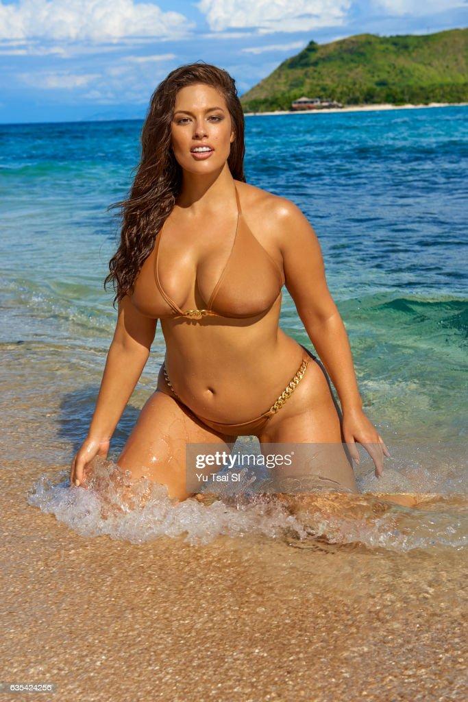 Ashley Graham, Sports Illustrated, Swimsuit 2017 : News Photo