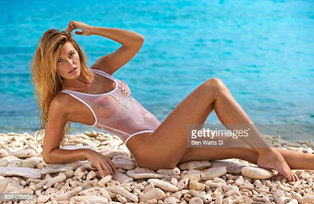 Model Samantha Hoopes poses for the 2017 Sports Illustrated swimsuit issue on August 8 2016 on Curacao PUBLISHED IMAGE CREDIT MUST READ Ben...