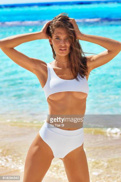 Model Bianca Balti poses for the 2018 Sports Illustrated swimsuit issue on October 13 2017 in Aruba PUBLISHED IMAGE CREDIT MUST READ Yu Tsai/Sports...