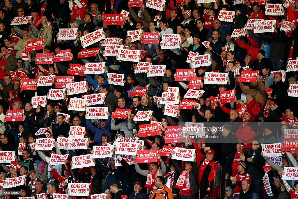 Swindon Town v Charlton Athletic - League One Playoff Semi Final 1st Leg : News Photo