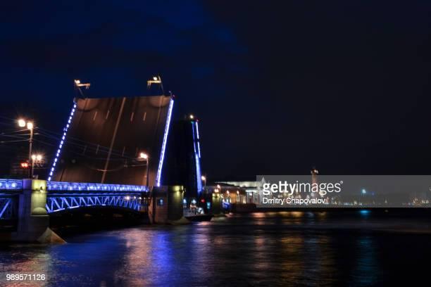 swing bridge - shapovalov stockfoto's en -beelden