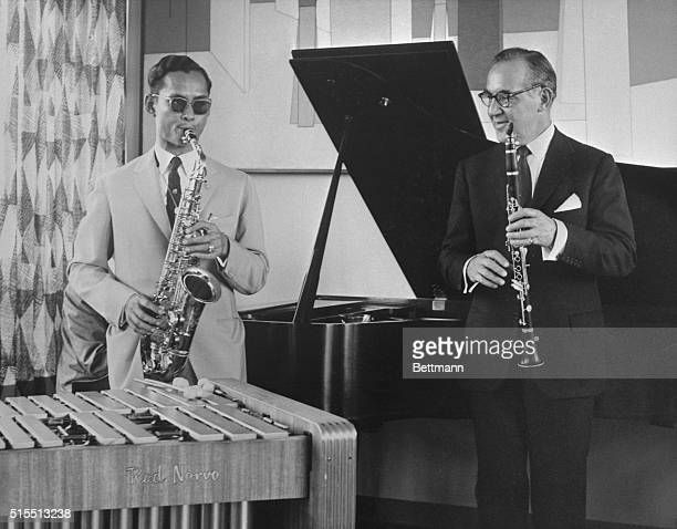 Swing Session New York New York Benny Goodman and King Bhumiphol of Thailand entertain each other at an impromptu jam session at the former's...