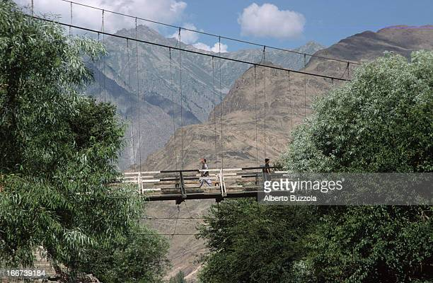 Swinging bridge that links two hilltops in the centre of town..
