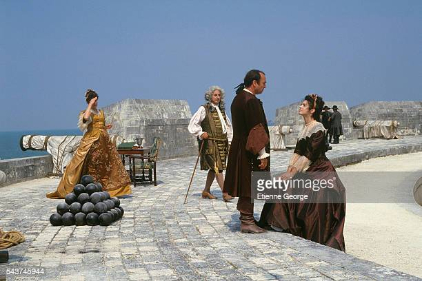 Swiss actress Nelly Borgeaud French actors Daniel Gelin Claude Brasseur and Zabou on the set of the film Dandin directed by Roger Planchon and based...