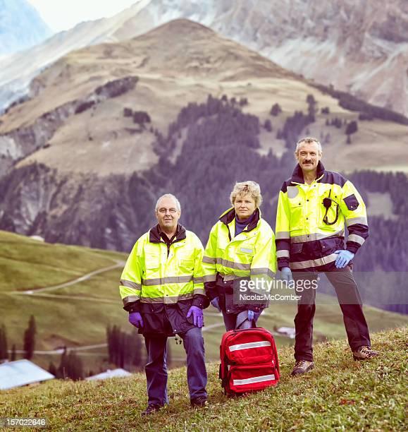alpes suíços paramédico a equipe de resgate - socorrista - fotografias e filmes do acervo