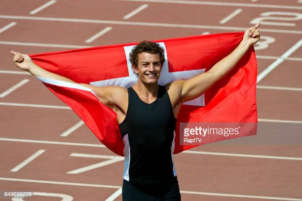 swiss athlete celebrates with nflag of switzerland - lap of honour stock pictures, royalty-free photos & images