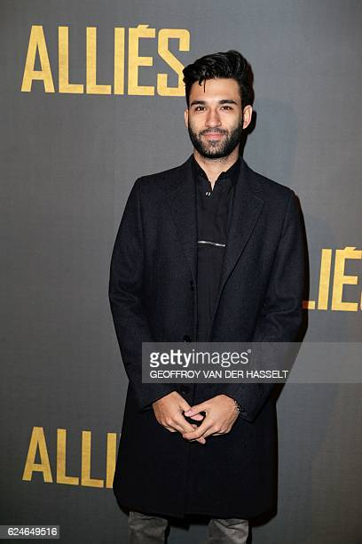 "Swiss blogger Anil Brancaleoni, aka WaRTeK, poses as he arrives for the premiere of the film ""Allied"" on November 20, 2016 in Paris. / AFP / GEOFFROY..."
