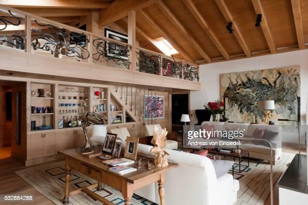swiss chalet - mezzanine photos et images de collection